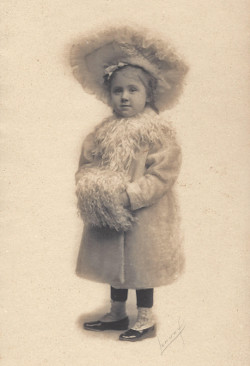 Portrait of little girl in 1905